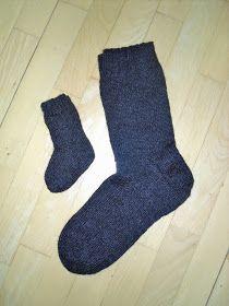 Min mormor gav mig sin opskrift på strikkede strømper, da jeg var ret ung. Dengang troede jeg aldrig, at jeg ville komme til at bruge den - ... Knitting Stitches, Knitting Socks, Knitting Ideas, Hobbies And Crafts, Diy And Crafts, Knitting For Charity, Drops Design, Diy Projects To Try, Crochet Yarn