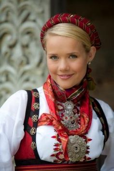 Sweden Costume, Norwegian Clothing, Norwegian People, Stunning Women, Beautiful, Beauty Around The World, Costume Patterns, Ethnic Dress, Folk Costume