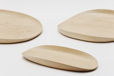The Leaf Tray is a minimal design created by the South Korea-based studio SWBK. The tray features a natural wood grain of maple and a lifted curved edge along the sides as its aesthetic value Rustic Design, Wood Design, Industrial Design, Design Design, Graphic Design, Wood Tray, Wooden Kitchen, Wall Hanger, Minimal Design
