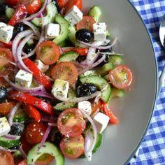 Græsk bondesalat med feta og oliven... - Madenimitliv