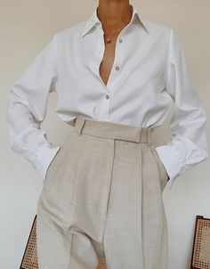 Crisp white button up and heather grey high waisted trousers. Best Picture For Tomboy Outfit traje For Your Taste You are looking for something, and it is going t Style Outfits, Classy Outfits, Cool Outfits, Casual Outfits, Fashion Outfits, Fashion Trends, White Outfits, Formal Outfits, Tomboy Outfits