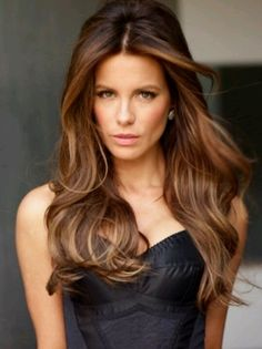 Caramel highlights on Kate Beckinsale with long waves