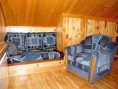 Lovely loft: denim & wood