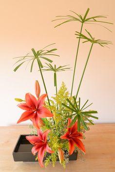 Composition florale Ikebana                                                                                                                                                      Plus