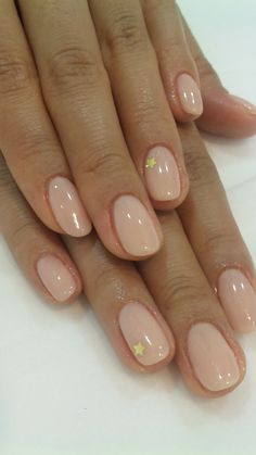 The advantage of the gel is that it allows you to enjoy your French manicure for a long time. There are four different ways to make a French manicure on gel nails. Rounded Acrylic Nails, Acrylic Nail Shapes, Summer Acrylic Nails, Acrylic Nail Designs, Rounded Nails, Summer Nails, Diy Acrylic Nails, Winter Nails, Short Round Nails