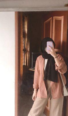 Modesty Fashion, Muslim Fashion, Fashion Outfits, Stylish Dresses For Girls, Stylish Clothes For Women, Girl Hand Pic, Casual Hijab Outfit, Islamic Girl, Hijab Fashion Inspiration