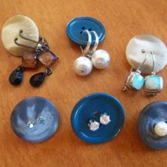 Use buttons to store your earrings in jewelry bag to keep pairs together! Great idea for organization in general, but perfect for packing your accessories for gym, that special overnight stay, weekend get away's and vacations!