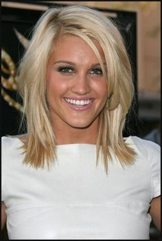 Love the haircut and platinum color. Wanting this so bad!