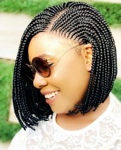 All styles of box braids to sublimate her hair afro On long box braids, everything is allowed! For fans of all kinds of buns, Afro braids in XXL bun bun work as well as the low glamorous bun Zoe Kravitz. Short Box Braids Hairstyles, Bob Box Braids Styles, Bob Braids, Box Braids Styling, Braids Wig, African Braids Hairstyles, Braid Styles, Short Hair Styles, African Hair Braiding