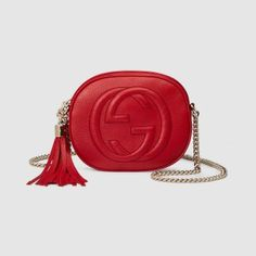 The Gucci Soho and Disco cross-bodies are all the hype right now Red Shoulder Bags, Gucci Shoulder Bag, Shoulder Handbags, Leather Shoulder Bag, Gucci Clutch, Gucci Purses, Red Purses, Gucci Handbags, Gucci Crossbody