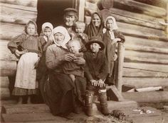 Peasant Everyday Life, Retro Photos | English Russia.  Another peasant family on a holiday, 1912.