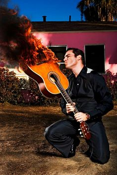 Joaquin phoenix our entertainment or after dinner mint ... hes a singer NOT guitarist, got that?
