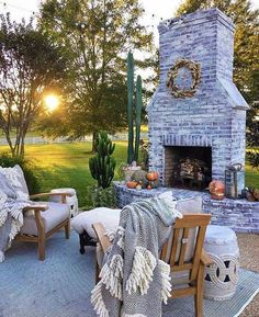 Dress up your backyard patio with some gorgeous outdoor fireplace seating ideas that can be enjoyed for relaxing and entertaining throughout most of the season. house patio 17 Amazing Outdoor Fireplace Ideas to Make S'mores with Your Family Dream Backyard, Home, Outdoor Fireplace, House, Outdoor Decor, New Homes, Fireplace Seating, Fireplace Design, Outdoor Living