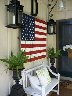 American flag painted onto a pallet - Love this look for a porch. @Brad Worster  - for the side yard.