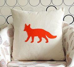Orange silueta zorro almohada cubierta - Crema  de KraftKafe por DaWanda.com
