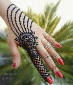 Mehndi is something that every girl want. Arabic mehndi design is another beautiful mehndi design. We will show Arabic Mehndi Designs. Henna Hand Designs, Mehndi Designs Finger, Mehndi Designs For Girls, Mehndi Designs For Beginners, Mehndi Designs 2018, Modern Mehndi Designs, Mehndi Designs For Fingers, Mehndi Design Pictures, Arabic Mehndi Designs