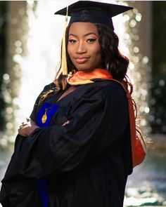 Graduation should be celebrated as the day of success, a long and challenging process. Graduation Picture Poses, Graduation Portraits, Graduation Photoshoot, Grad Pics, Graduation Pictures, Graduation Balloons, Graduation Diy, Masters Degree Graduation, Graduate Degree