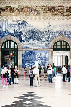 Weekend in Porto - 6 Experiences you don't want to miss. Sao Bento Station with its Blue & White Azulejo Tiles