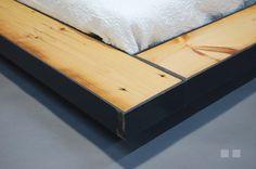 base de lit en metal et bois recyclé recycled wood and steel bed