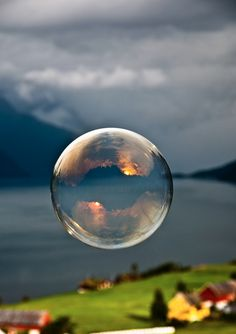 Soap bubble photo by Norwegian photographer Odin Hole Standal