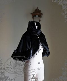 Fanplusfriend Lady's The Queen's Throne Alice Lolita Fur Stand Collar Thick Wool Cape*Instant Shipping