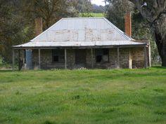 old australian houses - Google Search Australian Country Houses, Australian Farm, Abandoned Farm Houses, Old Farm Houses, Australia House, Timber Buildings, Facade House, House Facades, House Exteriors