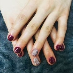 {Tatum} went with burgundy with white gold sparkle accents for her gel mani #glossbeautybarsheboygan