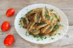 Si quieres preparar unas deliciosas sardinas adobadas, sigue nuestros consejos y verás que ricas te salen. Receta fácil y económica.