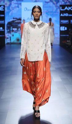 Amoh by Jade - Lakme Fashion Week - Look Lakme Fashion Week Website India Fashion Week, Fashion Week 2018, Lakme Fashion Week, Fashion 2017, Asian Fashion, Fashion Outfits, Womens Fashion, Fashion Pants, Indian Party Wear
