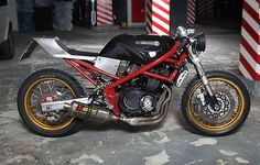 This is the second Suzuki Bandit Ive featured. They are a great bike and one of the few modern (relatively speaking) bikes that can be succesfully cafed. Bobber Custom, Custom Cafe Racer, Cafe Racer Build, Custom Motorcycles, Custom Bikes, Suzuki Cafe Racer, Moto Suzuki, Suzuki Motorcycle, Cafe Racers
