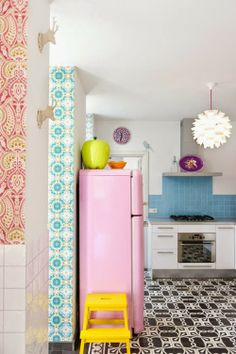design is mine : isn't it lovely? something about this kitchen, all the color probably, makes me happy.