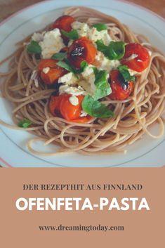 Ofenfeta-Pasta ein schnelles einfaches Rezept, bei dem die meiste Arbeit der Ofen macht. Ein absoluter Rezeptliebling derzeit in Finnland. Pasta, Spaghetti, Vegan, Ethnic Recipes, Burger, Lifehacks, Food, Light Recipes, Fast Recipes