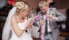 Нестандартные идеи проведения свадьбы  Когда дело касается свадьбы, каждая невеста мечтает, чтобы ее торжество было оригинальным и непохожим на другие. В наши дни все сложнее и сложнее становится удивить гостей. Но все-таки есть несколько вариантов, которые не оставят равнодушными никого из гостей.  http://svadebniytamada.ru/wedding-notes/nestandartnye-idei-provedeniya-svadby/