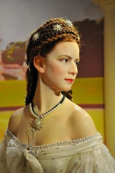 "Wax figure of Empress Elisabeth ""Sissi"" of Austria. One of the world's most beautiful women in history. Impératrice Sissi, Empress Sissi, Elisabeth I, Kaiser Franz, Photo Portrait, Madame Tussauds, Princesa Diana, Jolie Photo, Royal Fashion"