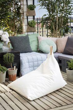 Swivel Armchairs For Living Room Outdoor Cushions, Outdoor Chairs, Outdoor Furniture, Garden Furniture, Back Porch Makeover, Nursing Chair Uk, Diy Bean Bag, Bean Bags, Mushroom Chair