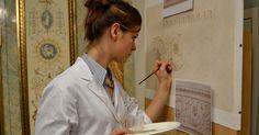 L'Ecole d'Art Mural de Versailles propose des formations complètes et des cours à la carte de peinture décorative, trompe l'oeil, patines decoratives et patines à la chaux, faux marbre, faux bois, et décoration ornementale.