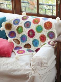 Manta con pompones Crochet descarga el paso a paso en www.eviadigital.com #crochet