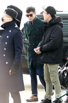 Top/Choi Seung Hyun looking good as usual. Nice coat.