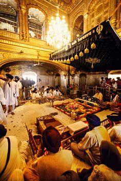 The interior of the Golden Temple (holiest Sikh shrine), Amritsar, Punjab, India Guru Nanak Wallpaper, Golden Temple Amritsar, Harmandir Sahib, Sri Guru Granth Sahib, Guru Gobind Singh, Temple India, Amazing India, Indian Architecture, World Religions