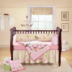 dormitorio de bebé con cuna de madera