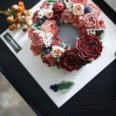 Made by_student Rice cake + beanpaste flower #ricecake #flowercake #beanpaste #flower #beanpasteflower #viviclass #class #cake #clolor #designcake #cakedecoration #koreastylecake #flowercakeclass #koreaflowercake #앙금플라워 #떡케이크 #앙금플라워케이크 #앙금플라워떡케이크 #앙금꽃 #앙금플라워자격증 #플라워케이크자격증 #앙금케이크 #앙금조색 #앙금플라워클래스 www.vivi-cake.com vivicakeclass@gmail.com Kakotalk ID : koreaflower02