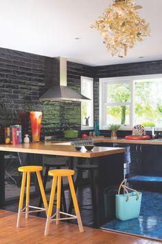 kaboodle-flat-pack-kitchen-gallery-black-on-black-2.jpg (1000×1500)