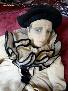 Here the most beautiful all felt Pierrot Lenci face boudoir doll that one can dream of! He is photographed in the Farago book page 163 under the name