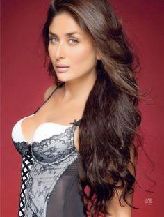 Kareena Kapoor Hot Sexy Indian Actress Sizzling Beauty Queen Of Bollywood Kareena Is The Younger Sister Of Karisma Kapoor And Daughter Of Randhir Kapoor