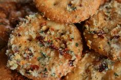 Spicy Ritz Crackers - Kinds Of Snacks 2020 Spicy Crackers, Seasoned Crackers, Crackers Appetizers, Homemade Crackers, Yummy Appetizers, Yummy Snacks, Appetizer Recipes, Ranch Crackers, Fire Crackers