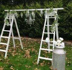 déco mariage champêtre avec arche de cérémonie d'échelles blanches