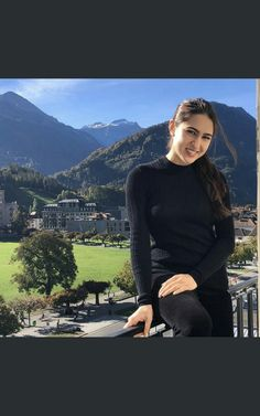 Sara ali khan Bollywood Couples, Bollywood Actors, Bollywood Celebrities, Beautiful Bollywood Actress, Beautiful Actresses, Sara Ali Khan, Beautiful Little Girls, Sport Chic, Indian Beauty