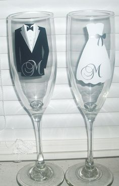 Wedding champagne flutes Personalized Bride