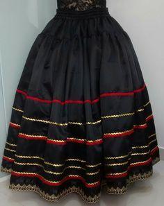 Compre Saia pombagira no Elo7 por R$ 165,00 | Encontre mais produtos de Saia e Roupas parcelando em até 12 vezes | Saia em cetim fosco com 4,5 metros de roda.  Detalhes em sianinha e gripir delicado.  Forrada., C38A71 Hijab Fashion, Fashion Dresses, Chanya Choli, Disney Princess Dresses, Maxi Dress With Sleeves, Gypsy Style, Skirt Outfits, Indian Wear, Pattern Fashion