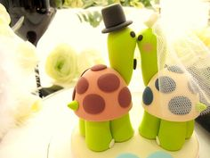 more cake toppers..too cute!
